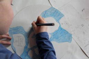 Unsere phantasievolle Erde aus Sicht eines Kindes gezeichnet
