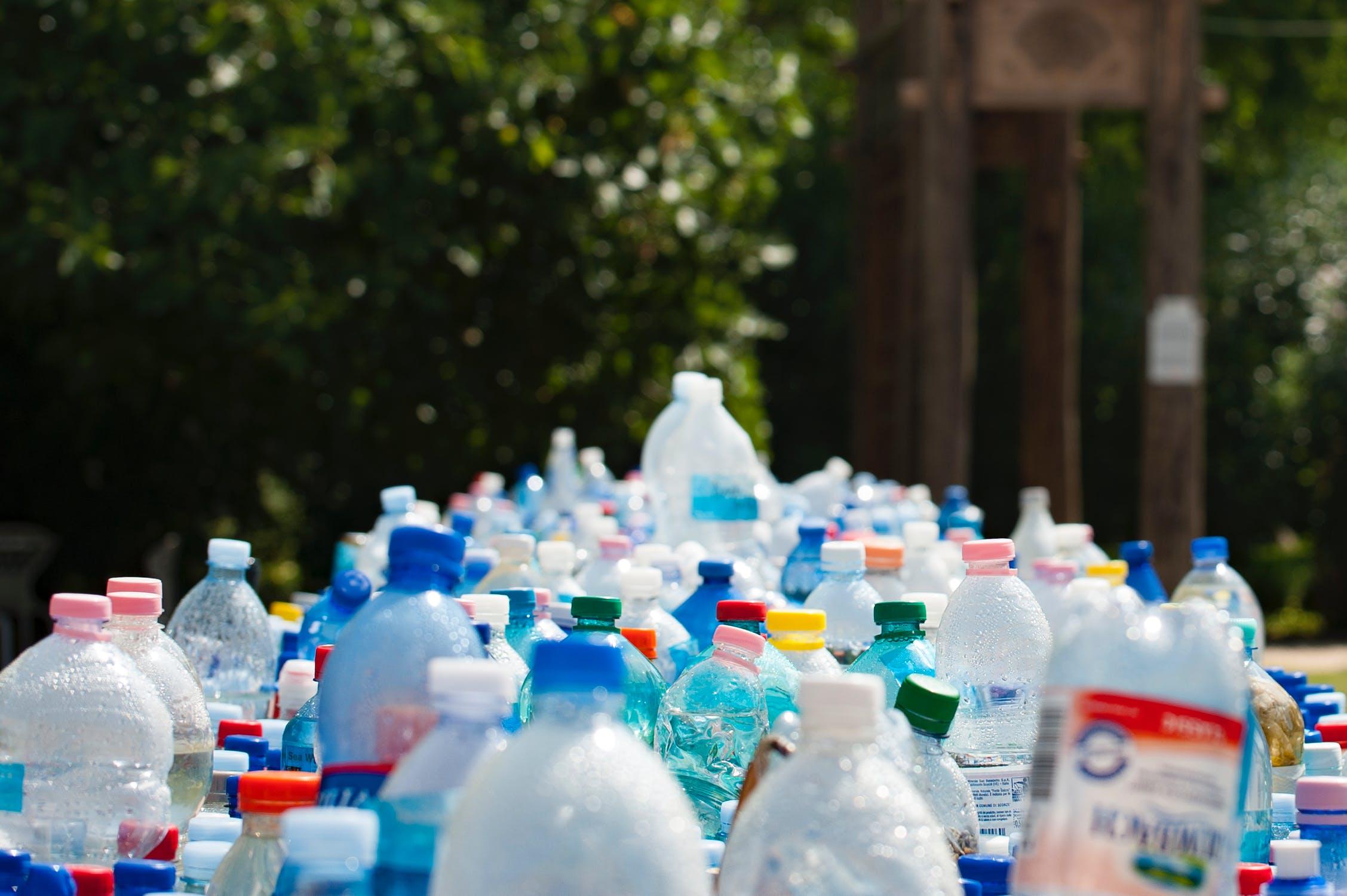 Plastik-Einweg-Flaschen