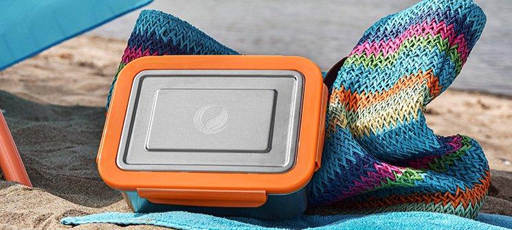 Bild der 2000ml Brotdose aus Edelstahl in Edelstahl-Optik von ECOtanka, mit Verschlussrahmen aus PP5 in Orange, der perfekte Begleiter um deine Mahlzeit sicher zu transportieren