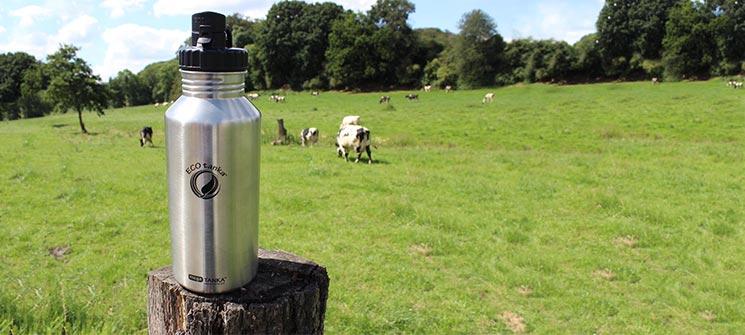 Bild der 2000ml einwandigen Trinkflasche aus Edelstahl in Edelstahl-Optik von ECOtanka mit Poly-Loop-Verschluss aus PP5 in schwarz, Der robuste Begleiter, perfekte für Vorräte und Reserven.