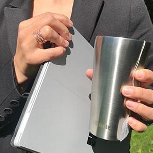 Bild des 350ml doppelwandig isolierenden Trinkbechers aus Edelstahl in Edelstahl-Optik von ECOtanka, der perfekte to Go Becher, hält dein Getränk länger heiß oder kalt