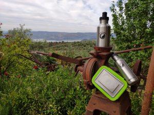 Edelstahl Trinkflasche und Lunchbox aus Edelstahl auf Aussichtspunkt