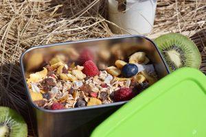 Edelstahl Lunchbox mit gesundem Essen