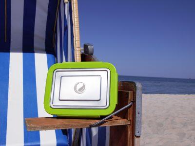 Edelstahl Brotdose an Strand