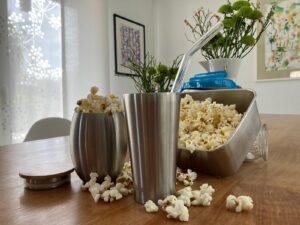 Popcorn in Edelstahl Brotdose und Edelstahl Bechern