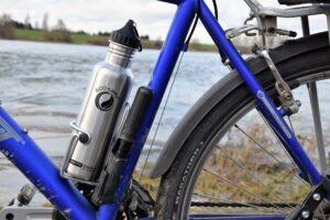 Edelstahlflasche an Fahrrad