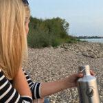 Edelstahlflasche am Wasser
