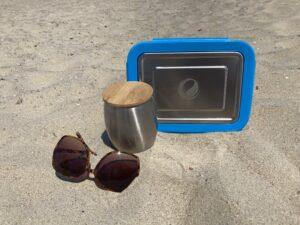 Edelstahl Brotdose am Strand
