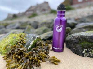 plastikfreie Trinkflasche am Strand